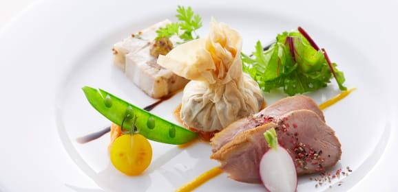 三元豚のジャンボンペルシィ 鴨胸肉の燻製 牛肉のパートフィロー包み 有機野菜で