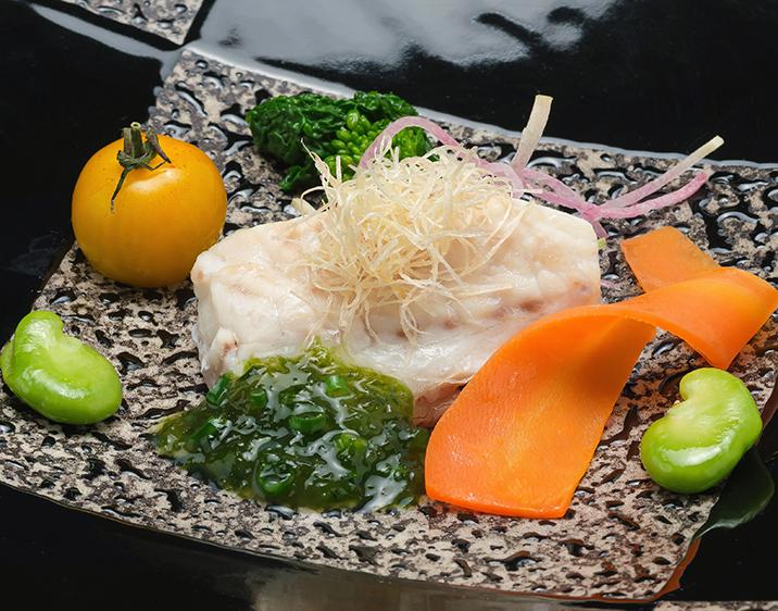 長崎産ハタのヴァプール 生のりと吉野葛、浅葱のソース