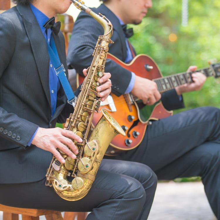 中庭での楽器演奏