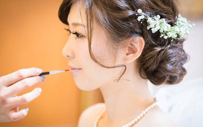 メイク中の花嫁