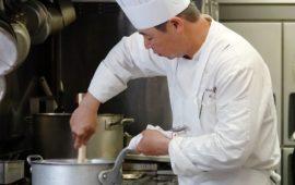 料理へ情熱を注ぐ。エスポワール・チーフシェフ、小林 潤平さんインタビュー