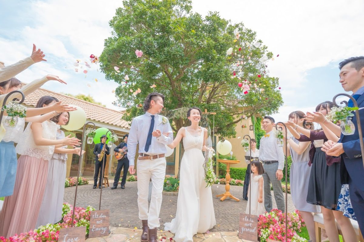 屋外結婚式の入場