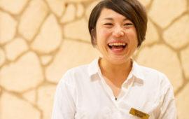 あふれる笑顔でHAPPYを届けるドレスコーディネーター藤井 由美子さんの姿