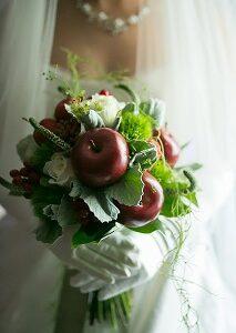 冬ブーケは「大人カワイイ」がキーワード!冬婚を彩るウェディング装花